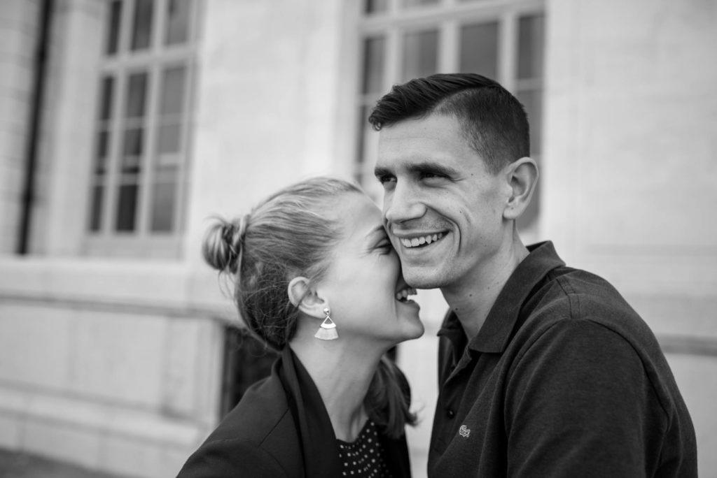 Séance photo fiançailles au parc du pharo