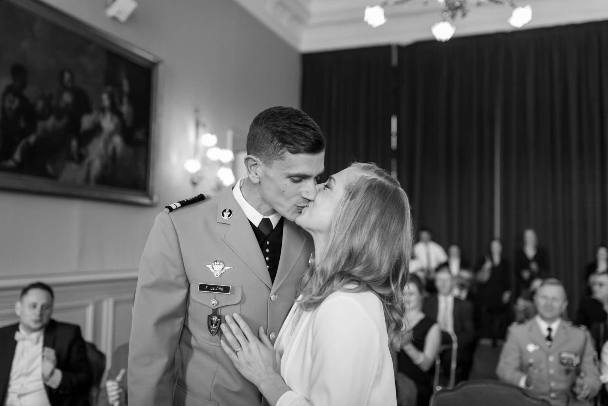 Vous pouvez embrasser la mariée