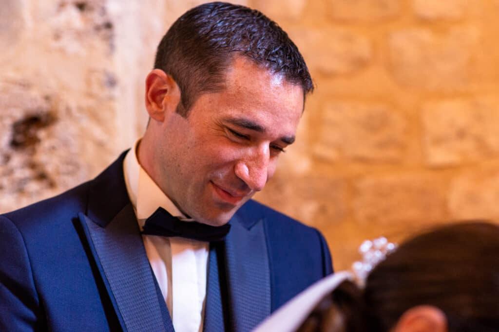 Le mari heureux de voir sa femme signée