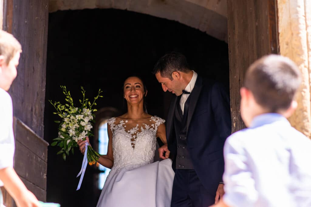 Les mariés sortent de la chapelle