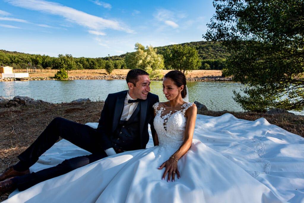 Séance couple au bord du lac