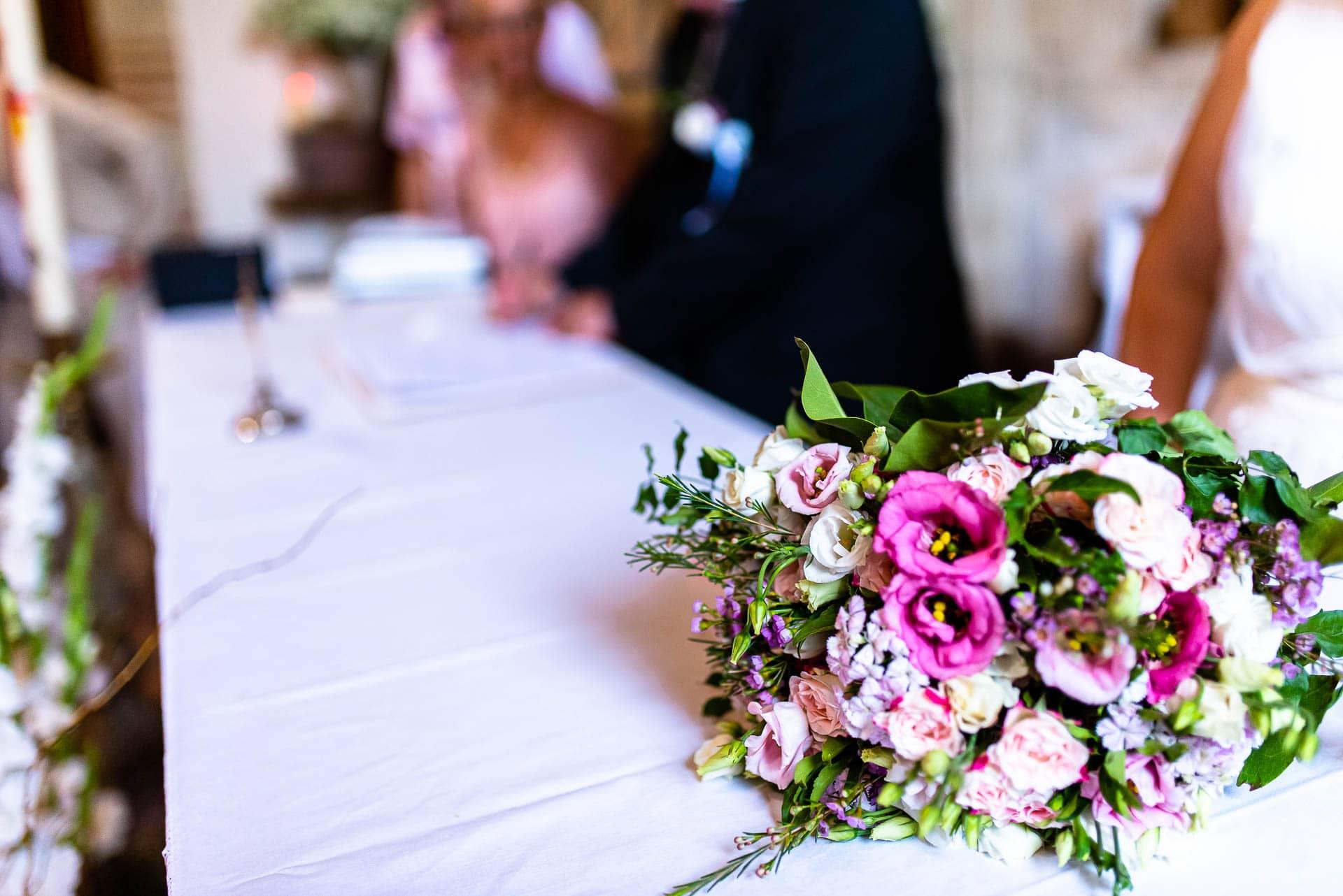 Le bouquet de la mariée lors du mariage religieux